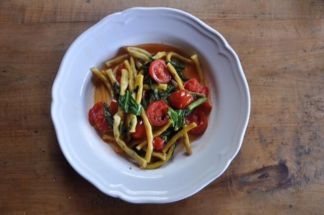 Gelbe Bohnen mit Tomaten und Mangold