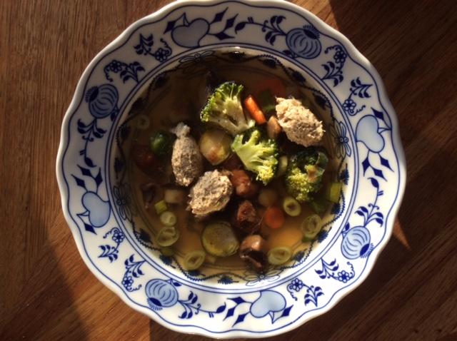 Suppe mit Hühnerfrikassee